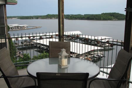 Waterfront, 3BR 2 bath, on main channel, VIEWS!!! - Lake Ozark