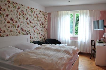 Komfortzimmer SEMPER AUGUSTUS - Haus