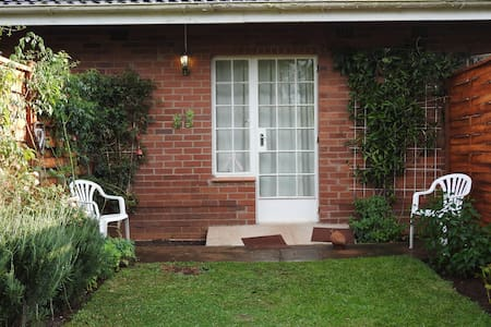 Three-room cottage in peaceful garden setting - Howick - Lägenhet