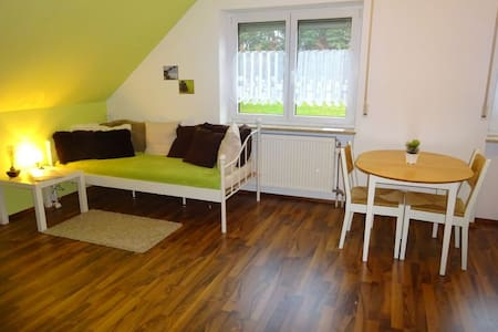 Ruhiges 2-Zimmer-Apartment 20 Minuten zur Messe - Wendelstein - Appartement