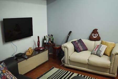 Spacious and cozy room - Belo Horizonte - Lägenhet