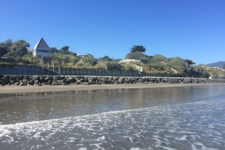 Absolute beachfront. Magic. - Paraparaumu