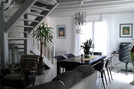 Maison campagne Les Ebaupins terrain clos 1200m² - Haus