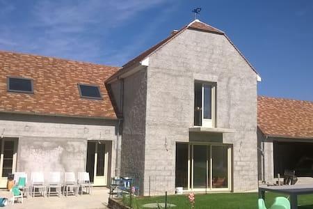 Belle maison renovée - House