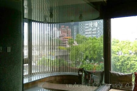 lovely apartment with big windows overlooking trees view of GuanYin Mtn. Convenient location - 3 min. walk to new beitou MRT station, 3 min walk to beitou library. Supermarket,7-11, and restaurants all within 3 min walk.