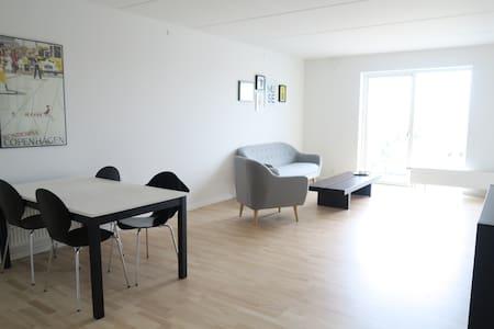 Modern 3B apartment 15 min from city center - Lägenhet