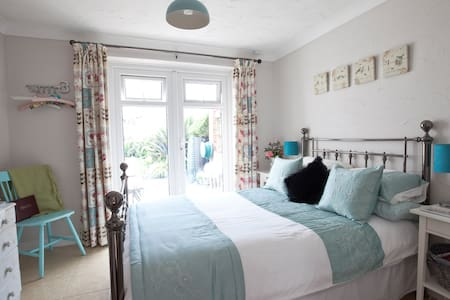 Beautiful double room with private patio - Bungalow