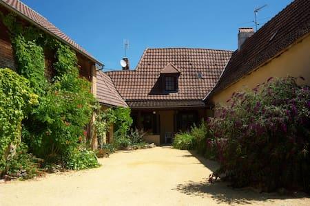 maison en pierres du pays - Auriac-du-Périgord - Dům
