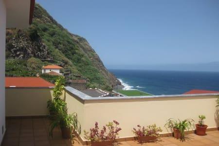 Sea View Apartment - Porto Moniz
