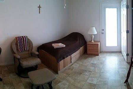 St. Benedict Guest House - Chambres d'hôtes