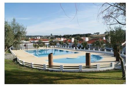 Traditional Villa in Calm and Peaceful Alentejo - Hus