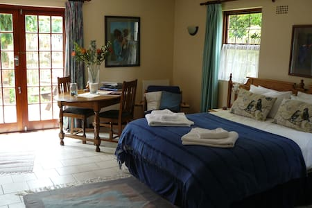 Stanford Nestle-In Self-Catering sunny and quiet - Stanford - Apartment