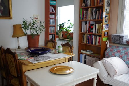 Peaceful classic studio 13 min to central station - Sundbyberg