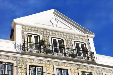 Central And Typical Apartment in Lisbon - Lejlighed