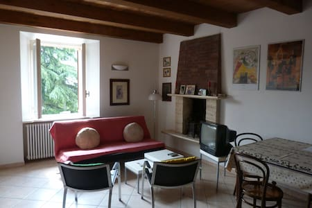 6 renovated rooms in center,garden,apt for bikers - Appartement