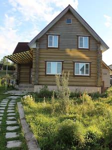 Сдам двухэтажный коттедж, Валдай, 1-я линия озера - Rumah Tamu