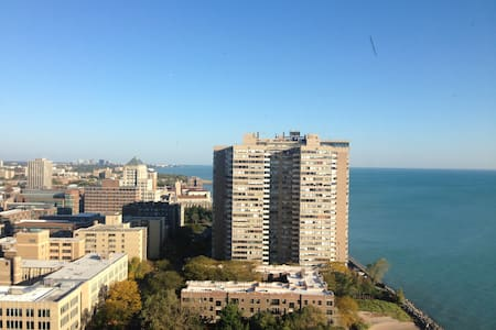 Edgewater Studio with Lake View - Chicago - Apartment