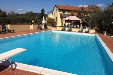 Villa Doveri Ceppeto - TOSCANA con grande piscina - Palaia