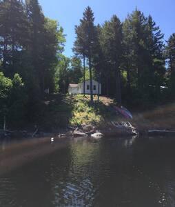 Classic Maine hunting/fishing camp - Srub