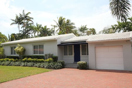 Golfers Paradise! Beautiful Home Centrally Located - Miami
