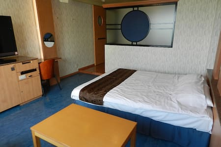 2 minutes walk to Diving & Surfing Point.Free Wifi - Chatan - Bed & Breakfast