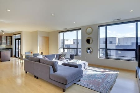 Modern Retreat in Hip Uptown Location - Minneapolis - Apartament