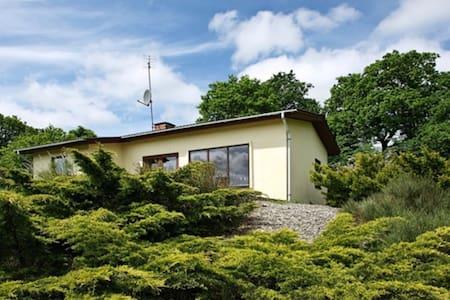 Flot hus på Hærvejen i Dollerup bakker med udsigt - Casa