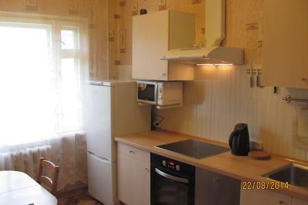 неплохая по Кировским меркам квартира - Apartemen