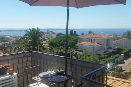 Sunny studio, quiet area, sea view 180° in Cannes - Cannes - Appartement