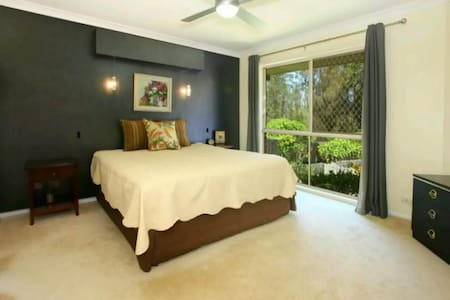 Private Ensuite Room in helensvales - Helensvale - Maison