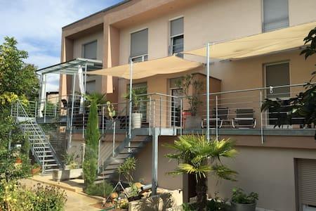 sonnige 80m² Maisonettenwohnung - Ihringen - Appartement