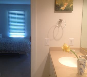 Private room/private bath close to Princeton/NYC - Monroe Township - Casa
