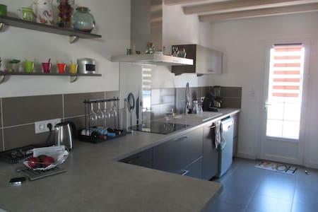 jolie maison moderne dans village - Nieul-sur-Mer