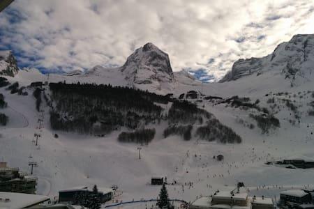 Euroneige Gourette, 150m piste ski - Lejlighed