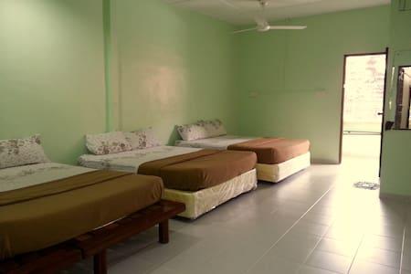 Family Six, Pangkor Guesthouse SPK - Pulau Pangkor - Vendégház