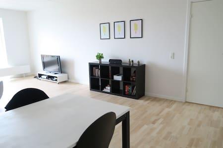 Modern 3B apartment 15 min from city center - Appartamento