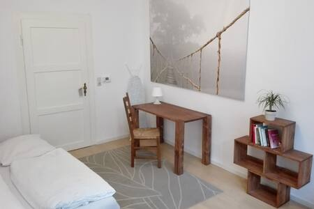 Stylsih 3 Bedroom Apartment in City Center - München - Wohnung