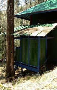 HAWK'S NEST -  HALE I`O  - Hawi - Blockhütte