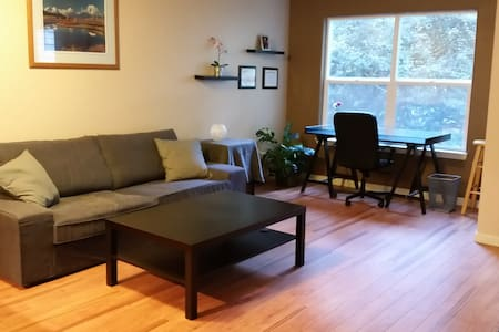Cozy Condo close to MAX Transit & PDX Airport - Apartament