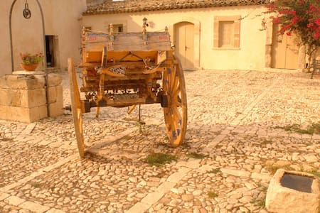 La casa del Massaro Turi in Antica Villa + Piscina - Flat