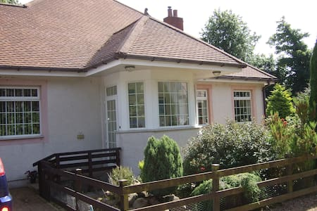 Rosewood Cottage - Bed & Breakfast