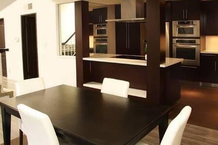 Comfortable room close to beach and Downtown - Kondominium