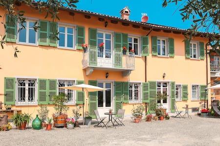 70m² Apartm. for 2-4, large terrace - Agliano Terme - Apartamento