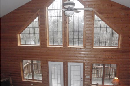 Luxury Cabin near Starved Rock Park - Hytte