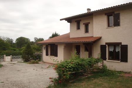 Maison en campagne avec jardin & piscine - House