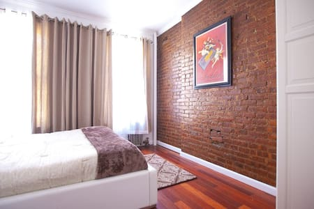 GORGEOUS 1 BDR PRIME HELL'S KITCHEN - New York - Apartment