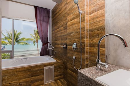 B Superior King Room with Partial SEA VIEW BATH :) - Wohnung