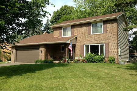 Cozy 3 bedroom house 6 miles from Hazeltine - Casa
