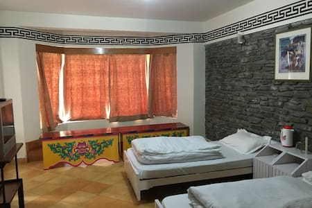 Gemoor Khar (Room 2) - Bed & Breakfast