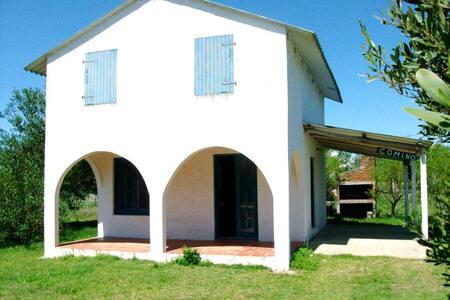 CASA CON ENTREP CON COLCHONES Y DORMIT  CAMA DOBLE - Barra de Valizas - Kisház